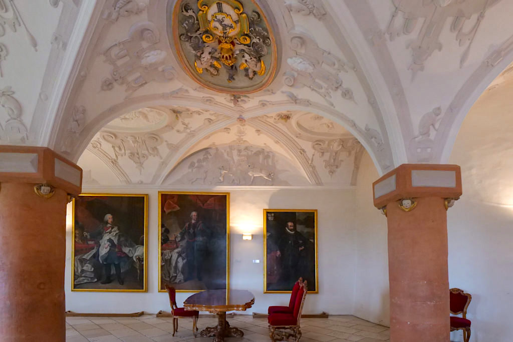 Schloss Kapfenburg - Im Rittersaal mit seinen wundervollen Stuckarbeiten darf auch geheiratet werden - Ferienland Donau-Ries & Schwäbische Alb, Baden-Württemberg
