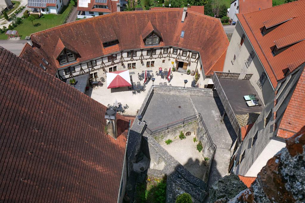 Burg Katzenstein - Ausblick vom Turm in den Burginnenhof - Schönste Burgen & Schlösser im Donau-Ries, Baden-Württemberg