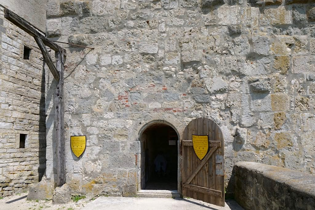Burg Katzenstein - Burgturm & Galgen - Schönste Burgen und Schlösser im Ferienland Donau-Ries, Baden-Württemberg