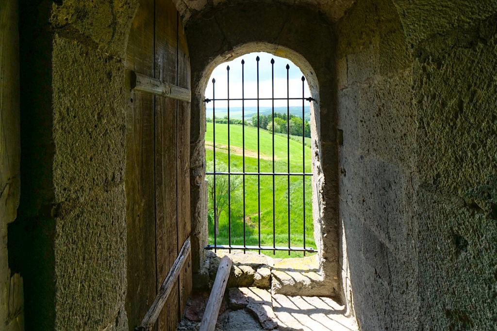Burg Katzenstein - Turmeingang in 7 m Höhe sollte vor Feinden schützen - Ferienland Donau-Ries, Baden-Württemberg