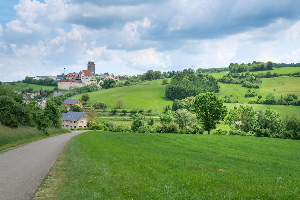 Wanderung Kloster Neresheim zur Burg Katzenstein - Ausblick auf Katzenstein & Burg Katzenstein - Ferienland Donau-Ries, Baden-Württemberg