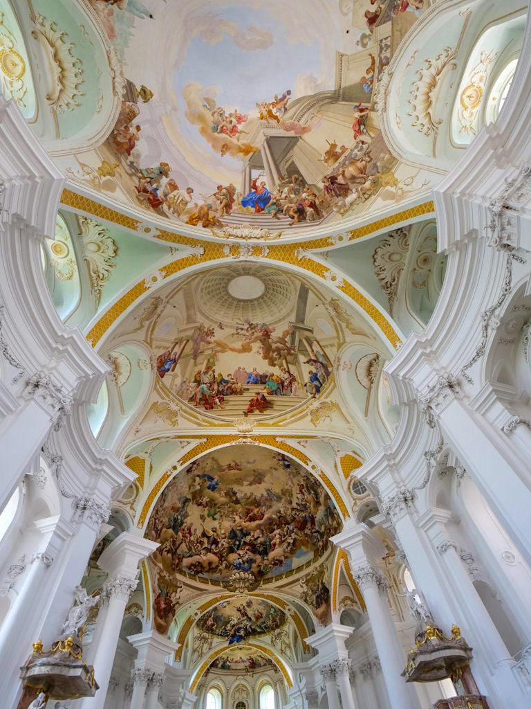Spätbarocke Klosterkirche Neresheim mit außergewöhnlichen, imposanten Deckenfresken - Ferienland Donau-Ries & Schwäbische Alb, Baden-Württemberg