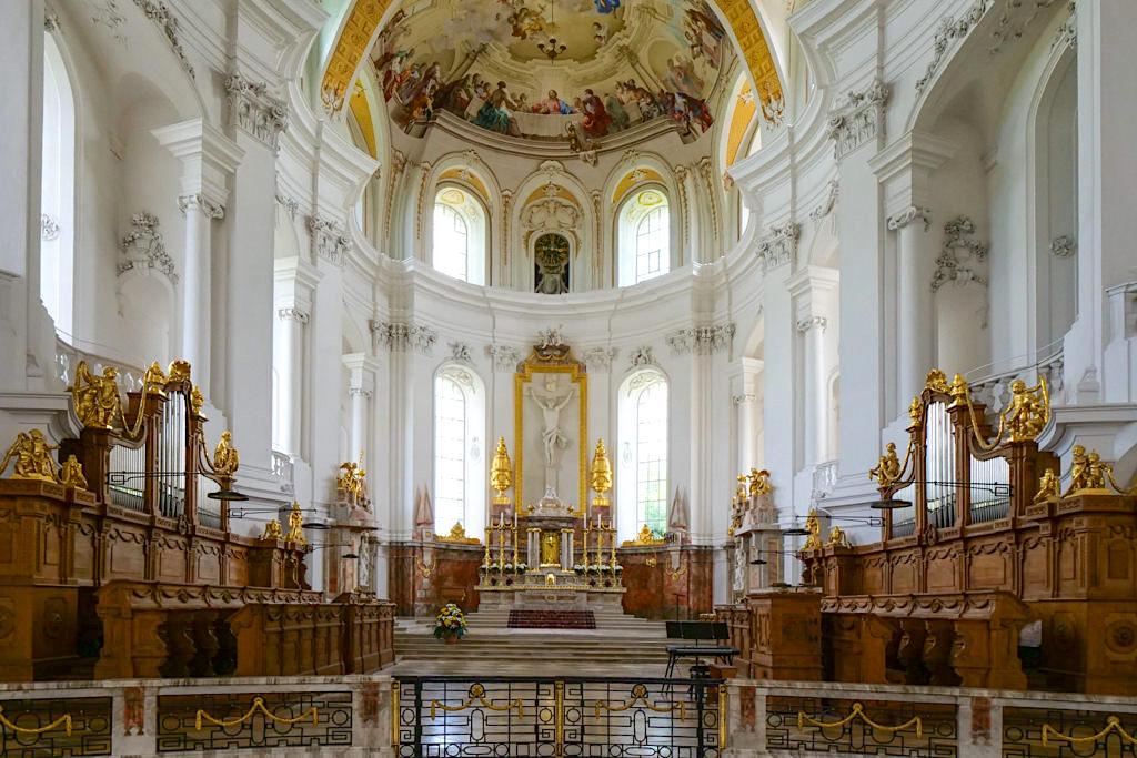 Klosterkirche Neresheim : der Altar - Ferienland Donau-Ries & Schwäbische Alb, Bayern