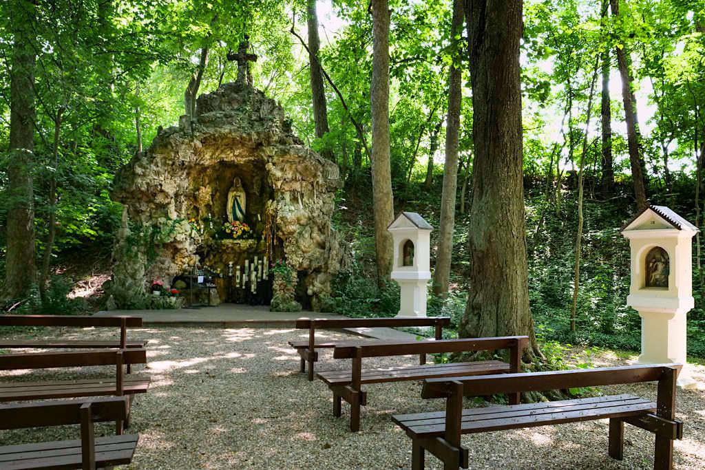 Lourdes-Grotte in Herrenfinningen - Sehenswürdigkeiten an den Radwegen im Dillinger Land, Bayern