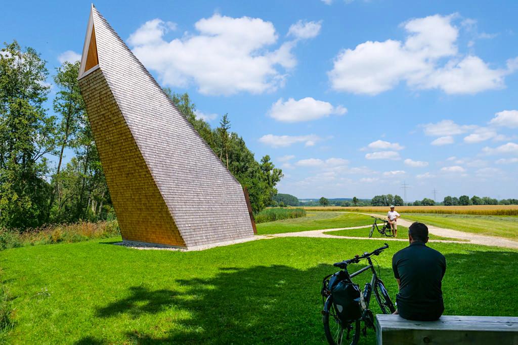 Kapelle Ludwigschwaige - 7 Kapellen sind Architekturkunstwerke der der Denzel-Stiftung & zählen zu den Sehenswürdigkeiten an den Radwegen im Dillinger Land - Bayern