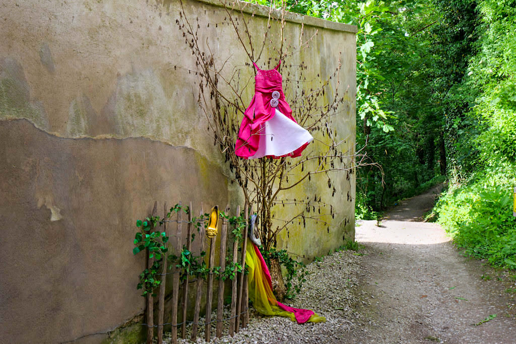 Schön gestalteter Märchenweg hinauf zur Burg Harburg - Donau-Ries, Bayern