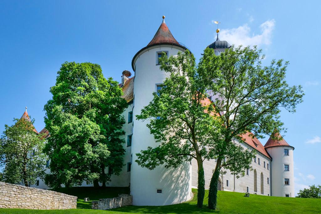 Sowohl Schloss Höchstädt als auch die schöne Altstadt sind ein Besuch wert - Dillinger Land, Bayern