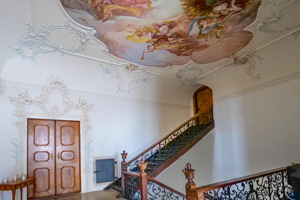 Schloss Leitheim - Wunderschönes Treppenhaus mit Stuck, Fresken & geschmiedeten Geländern - Sehenswertes Donau-Ries, Bayern