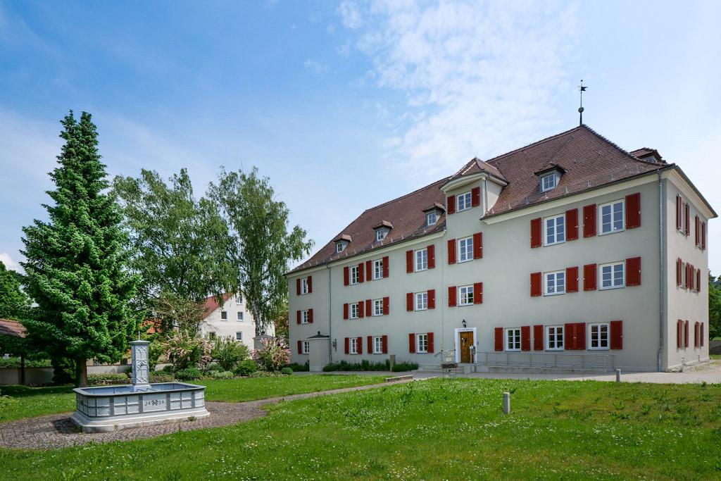 Schloss Polsingen mit Hauptgebäude gehört heute der Diakonie Neuendettelsau - Donau-Ries, Bayern