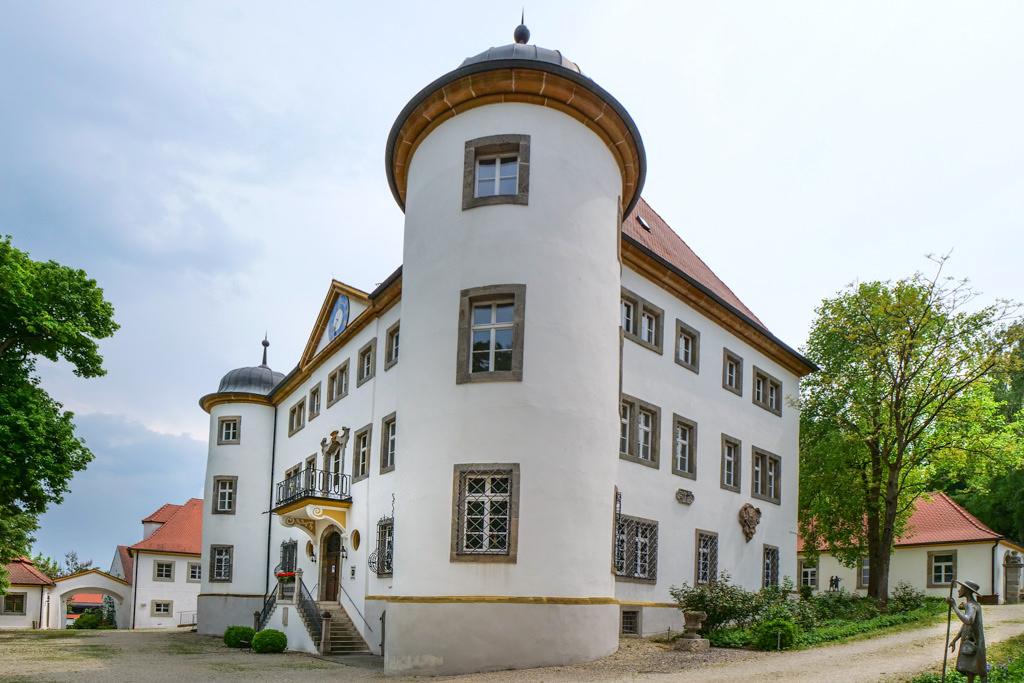 Schloss Reimlingen & ehemaliges Deutschorden Schloss ist heute das Rathaus von Reimlingen - Schönste Burgen & Schlösser imDonau-Ries, Bayern