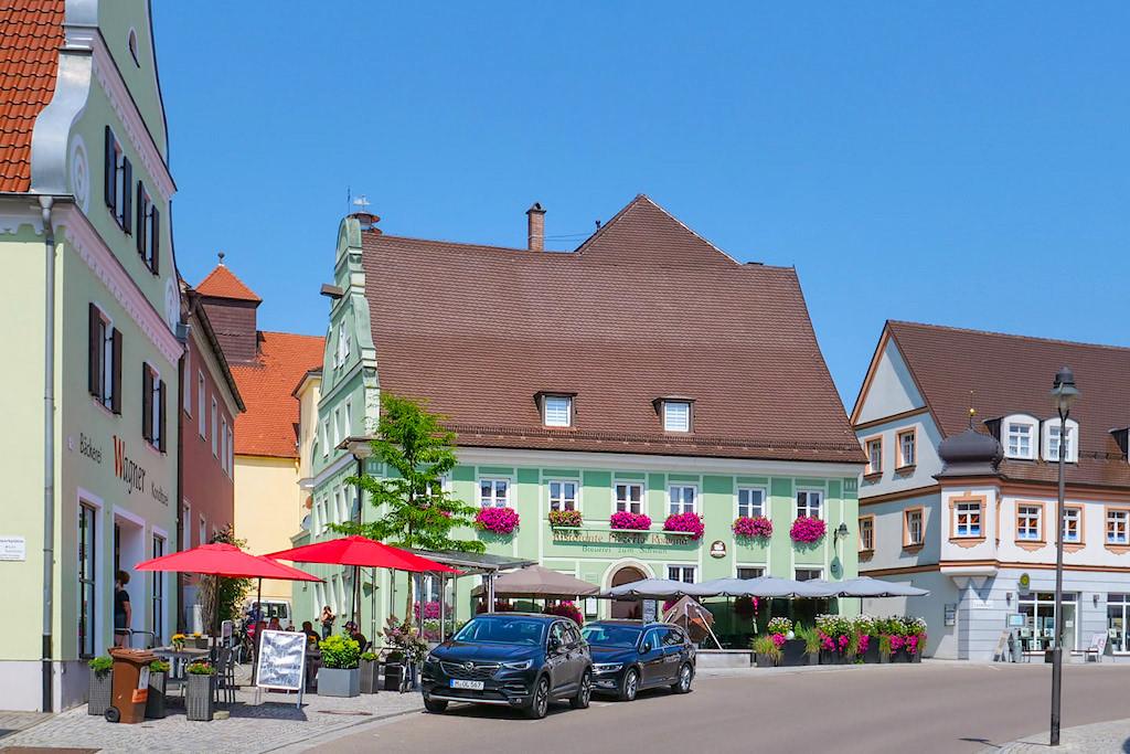 Wertingen Altstadt mit schönen historischen Fachwerkhäusern - Highlights entlang dem 7 Kapellen Radweg - Dillinger Land, Bayern