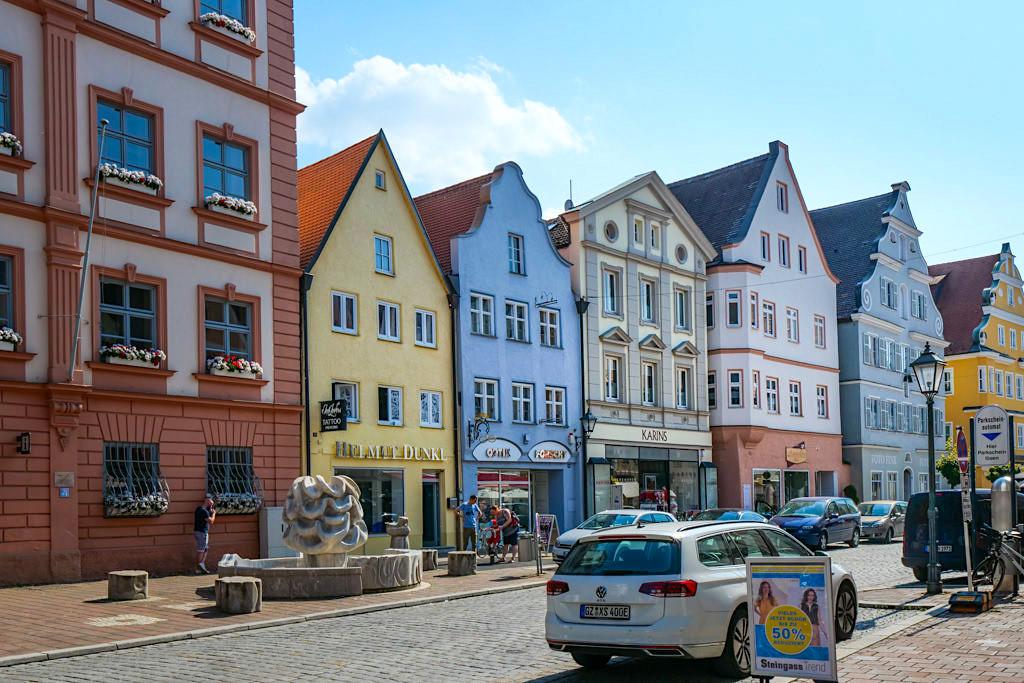 Schöne Altstadt von Dillingen an der Donau mit ihren Fachwerkhäusern - Bayern