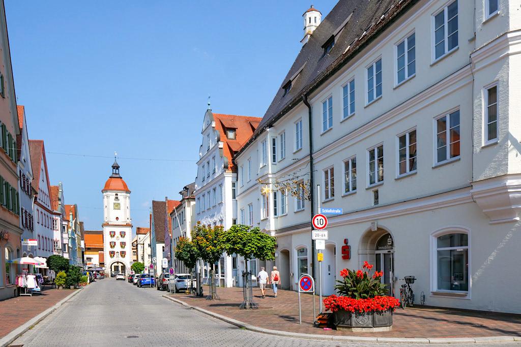 Dillingen an der Donau - Blick auf die schöne Altstadt & den Mitteltorturm - Bayern,