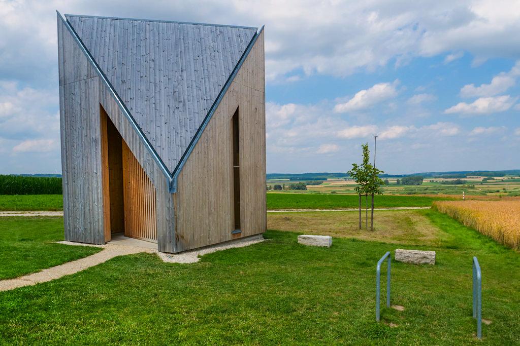 Kapelle Oberbechingen -7 Kapellen der Siegfried Denzel-Stiftung sind Highlights an den Radwegen im Dillinger Land, Bayern