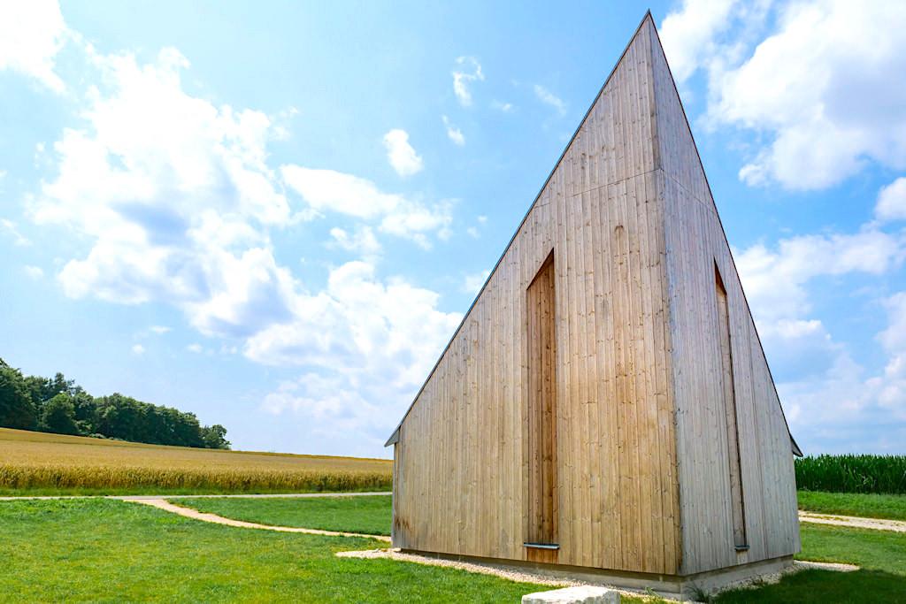 Kapelle Oberbechingen - Aus jeder Perspektive ein anderes Bauwerk - 7 Kapellen Sehenswürdigkeit im Dillinger Land, Bayern