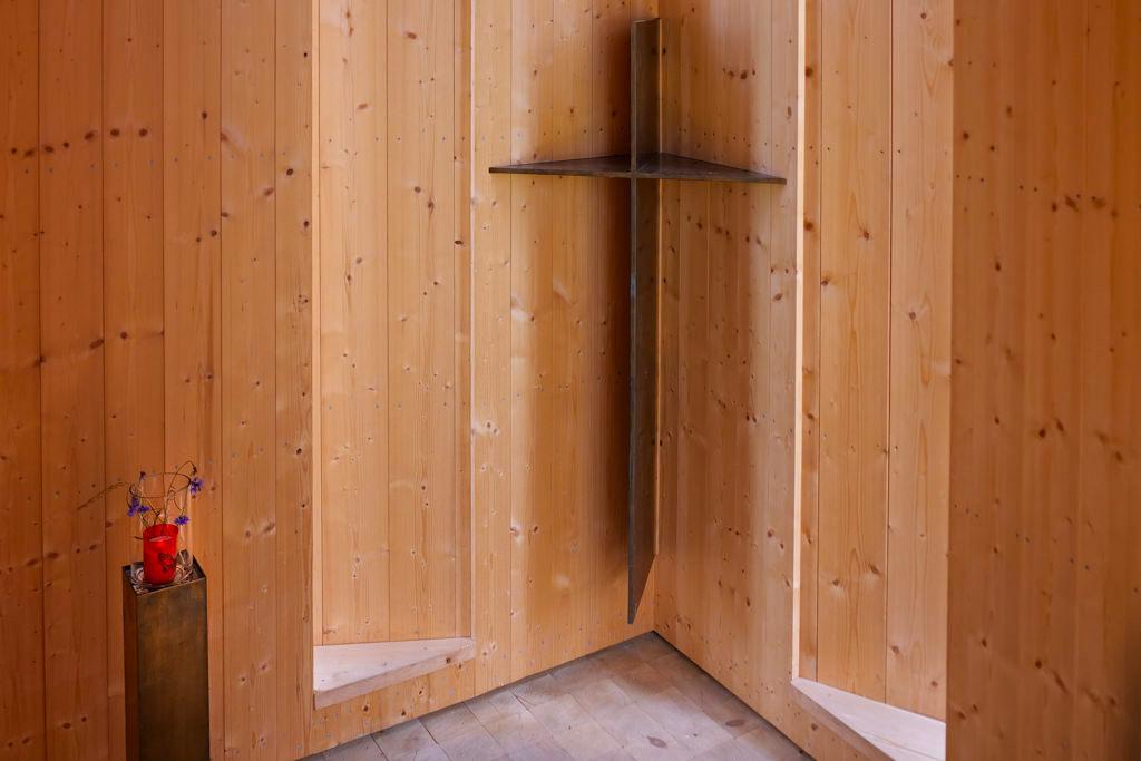 Kapelle Oberbechingen - Holz als Baumaterial & ein Kreuz im Innern waren die einzige Vorgabe für das 7 Kapellen Projekt- Dillinger Land, Bayern
