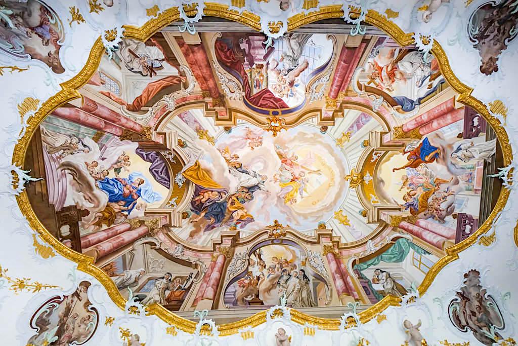 Kirche Maria Medingen - Berühmte Deckenfresken der angrenzenden Ebnerkapelle - Sehenswürdigkeiten im Dillinger Land, Bayern