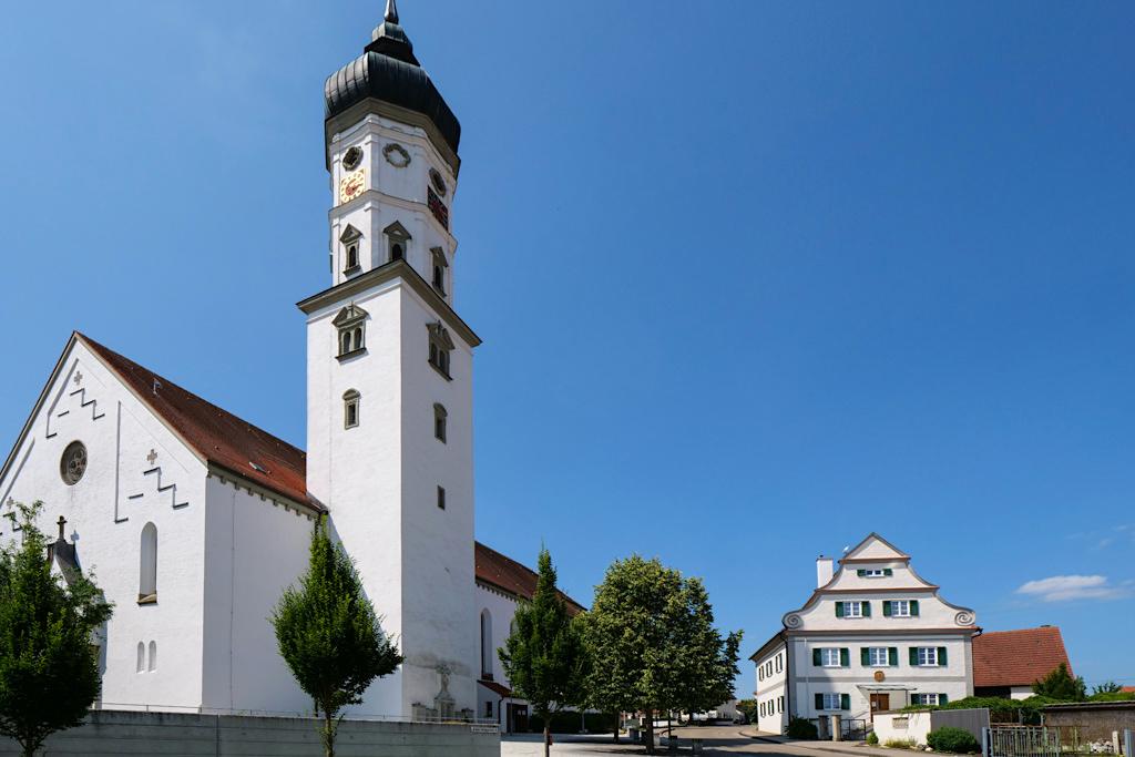 Kirche St. Peter und Paul in Bissingen - Sehenswürdigkeiten entlang dem DonauTäler Radweg Episode Wildfang im Dillinger Land, Bayern