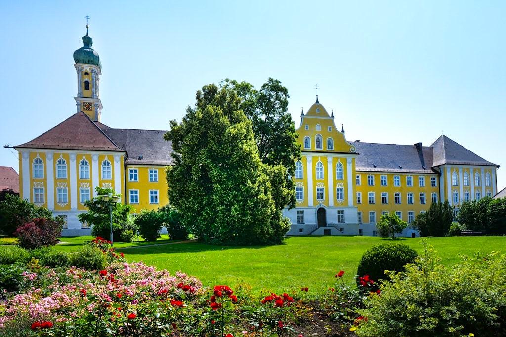 Kloster Maria Medingen - Wunderschöne Klosteranlage, Kraftort & Wallfahrtskirche - Sehenswürdigkeiten im Dillinger Land, Bayern