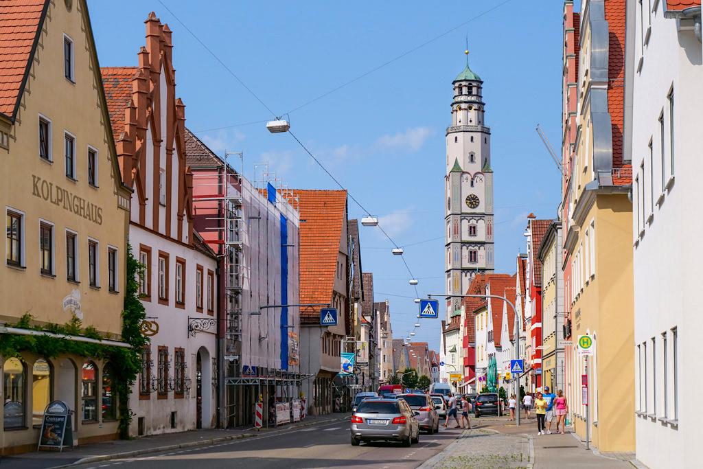 Wunderschöne Altstadt von Lauingen an der Donau mit Blick auf den Schimmelturm - Dillinger Land, Bayern