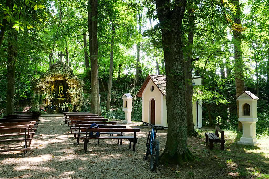 Lourdes-Grotte in Finningen - Sehenswürdigkeiten Donautäler Radwege Etappe Wildfang - Dillinger Land, Bayern