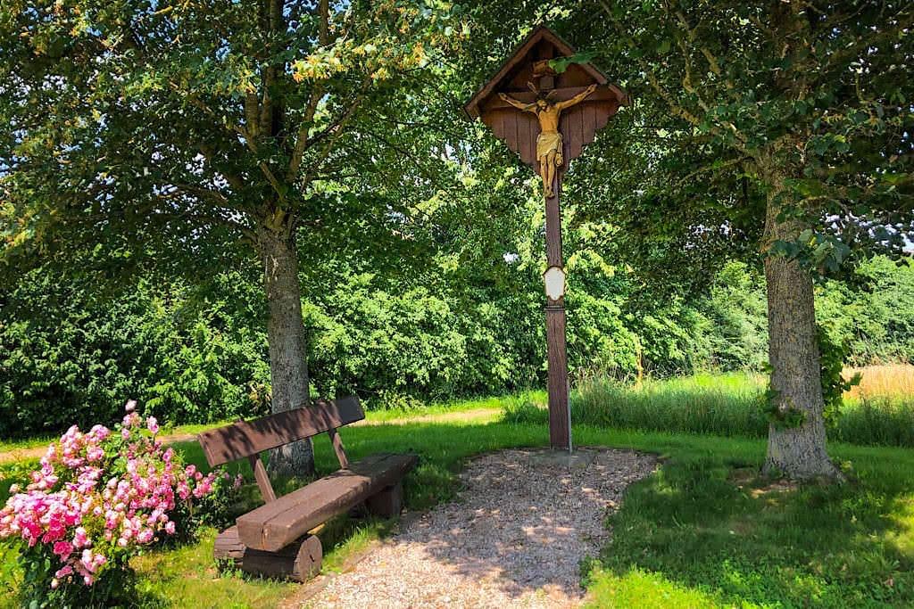 Einer von vielen, schön angelegten Rastplätzen an den DonauTäler Radwegen - Dillinger Land, Bayern